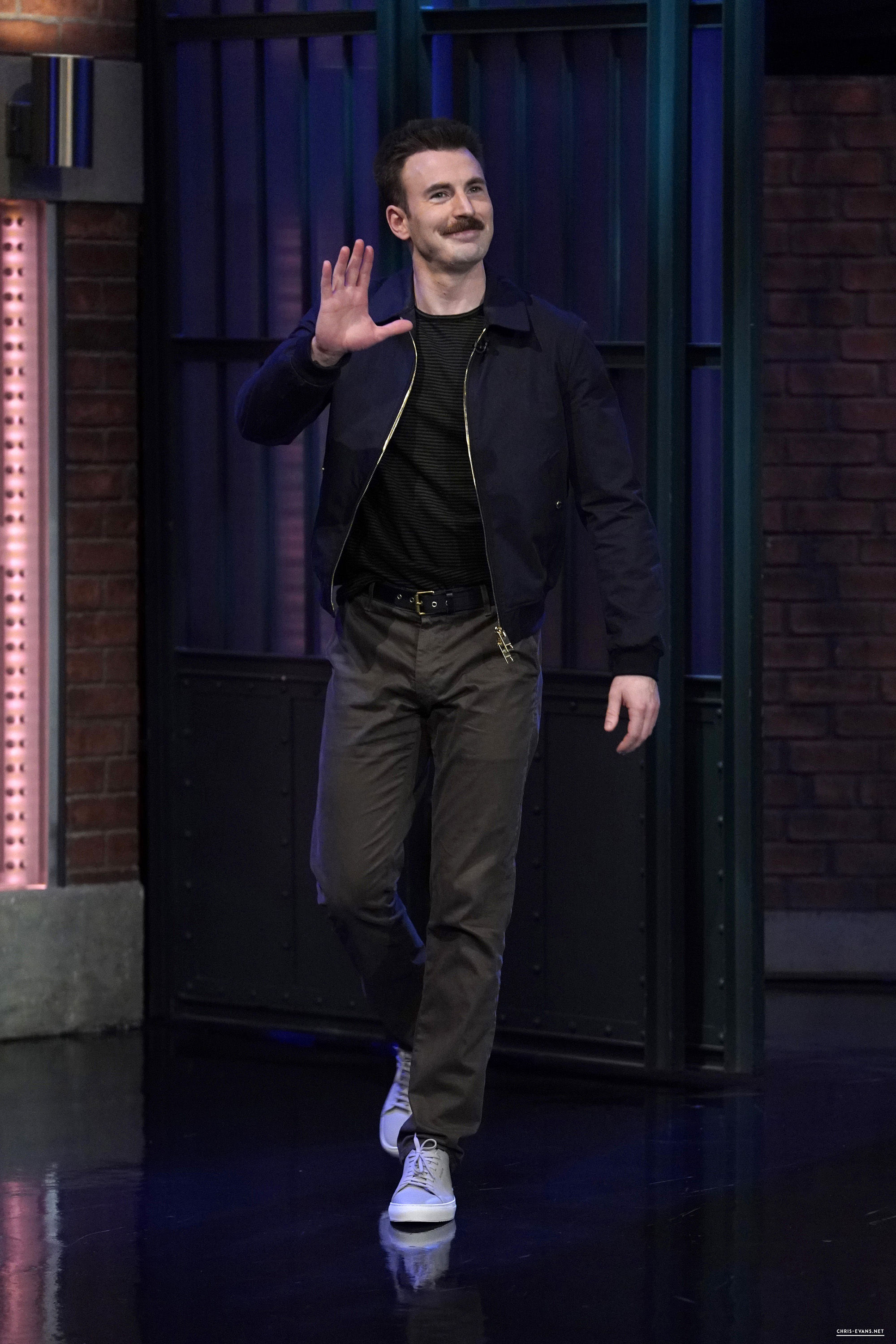 http://chris-evans.net/photos/albums/Appearances/2018/04%2023%20Late%20Night%20with%20Seth%20Meyers/001.jpg
