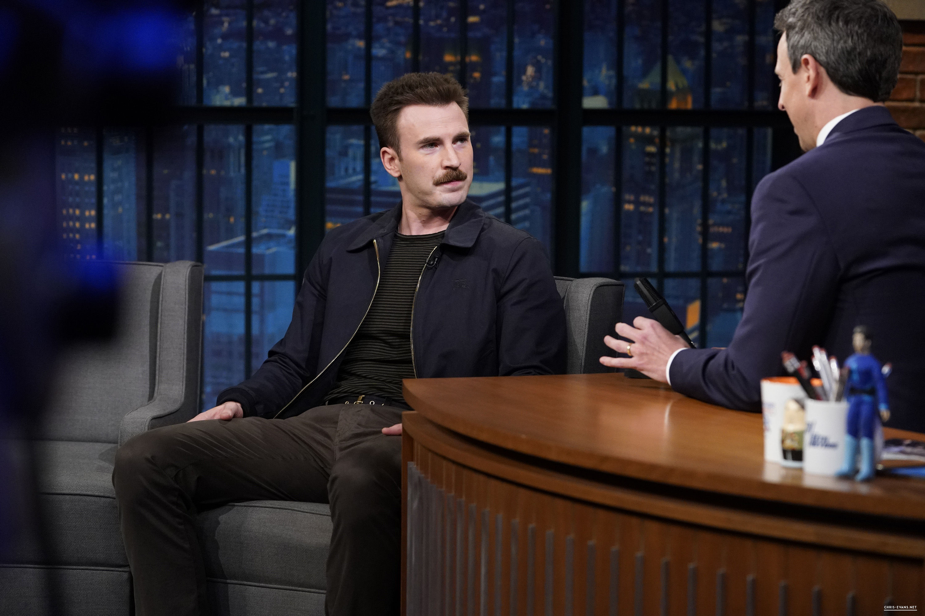 http://chris-evans.net/photos/albums/Appearances/2018/04%2023%20Late%20Night%20with%20Seth%20Meyers/004.jpg