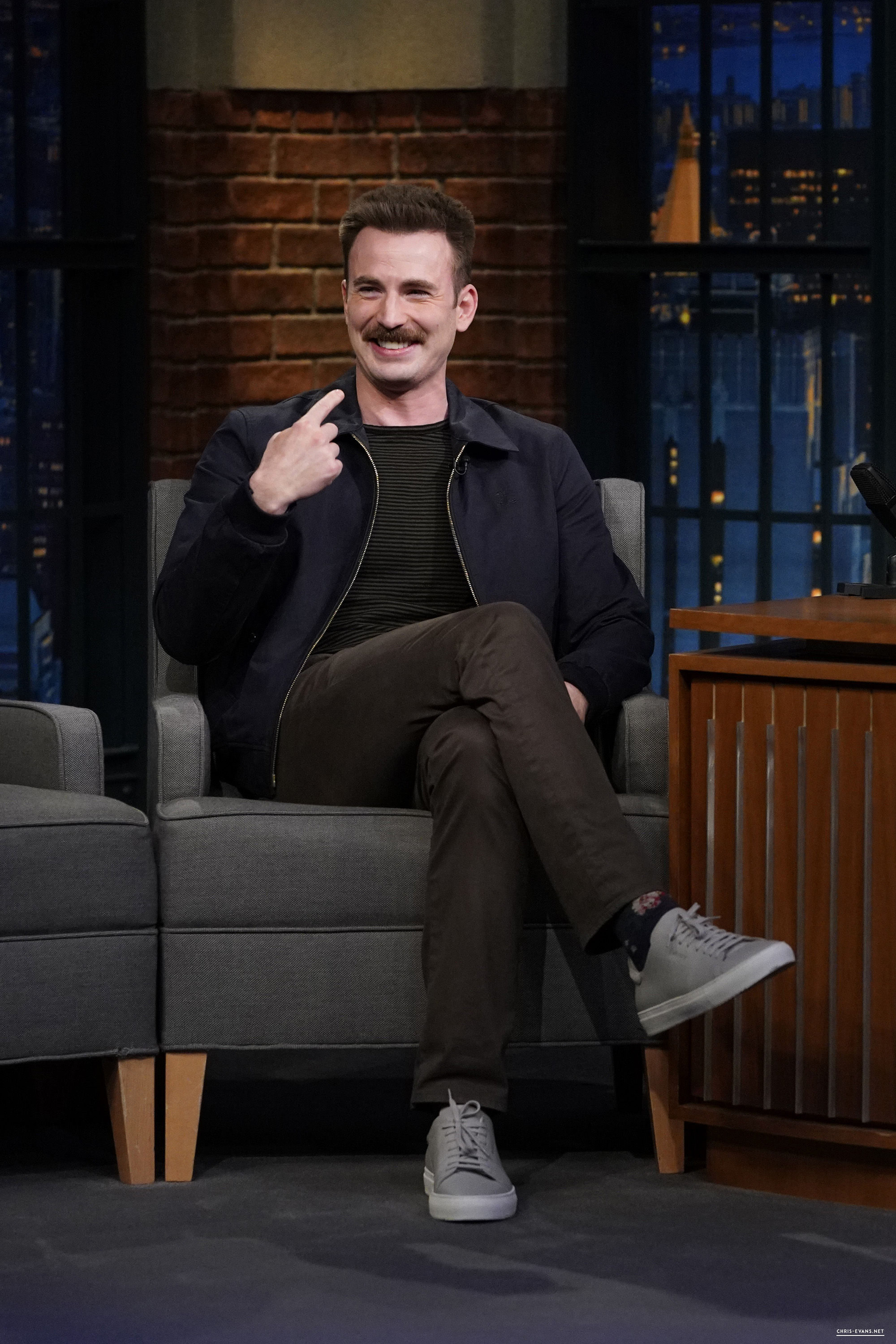 http://chris-evans.net/photos/albums/Appearances/2018/04%2023%20Late%20Night%20with%20Seth%20Meyers/005.jpg