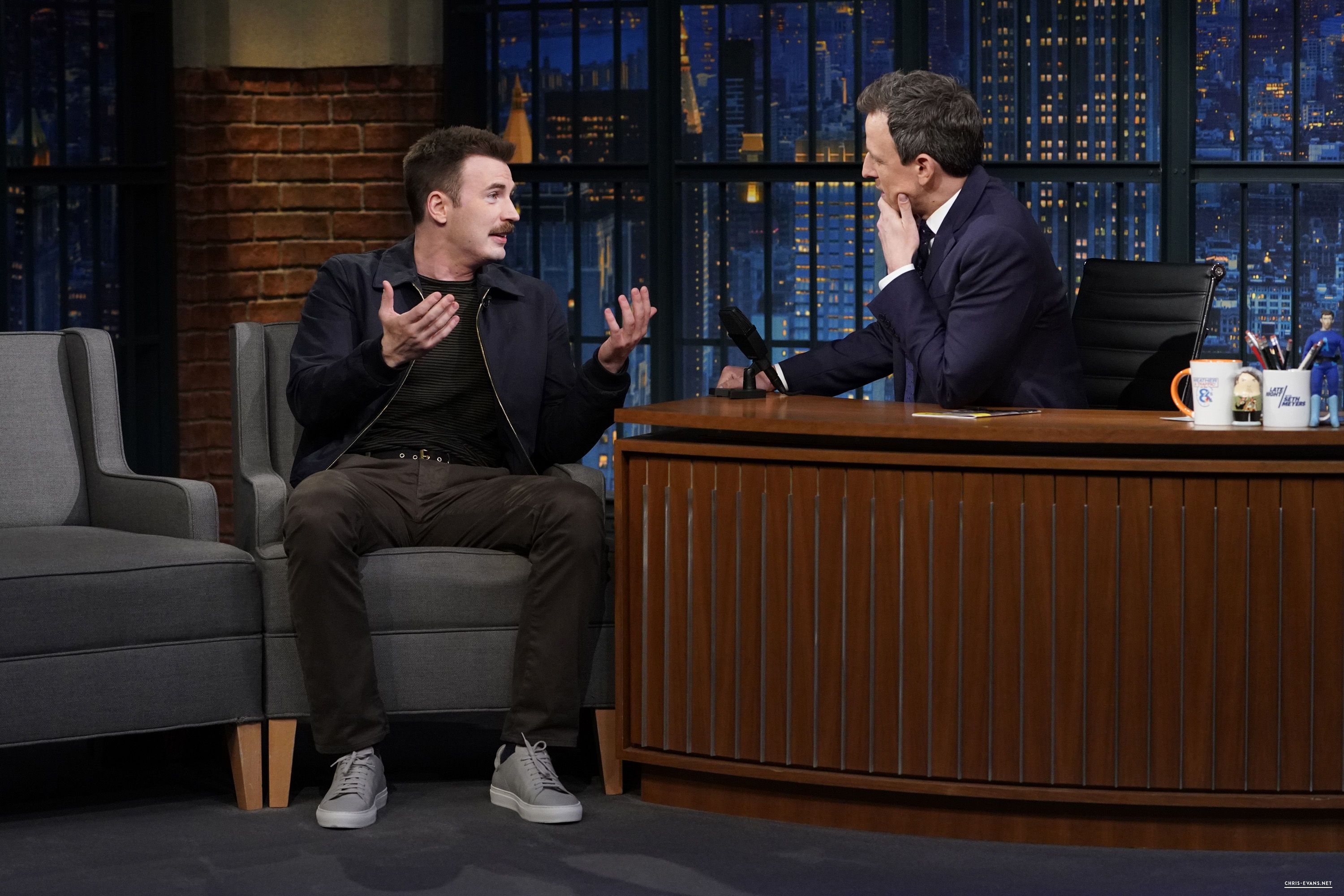 http://chris-evans.net/photos/albums/Appearances/2018/04%2023%20Late%20Night%20with%20Seth%20Meyers/006.jpg